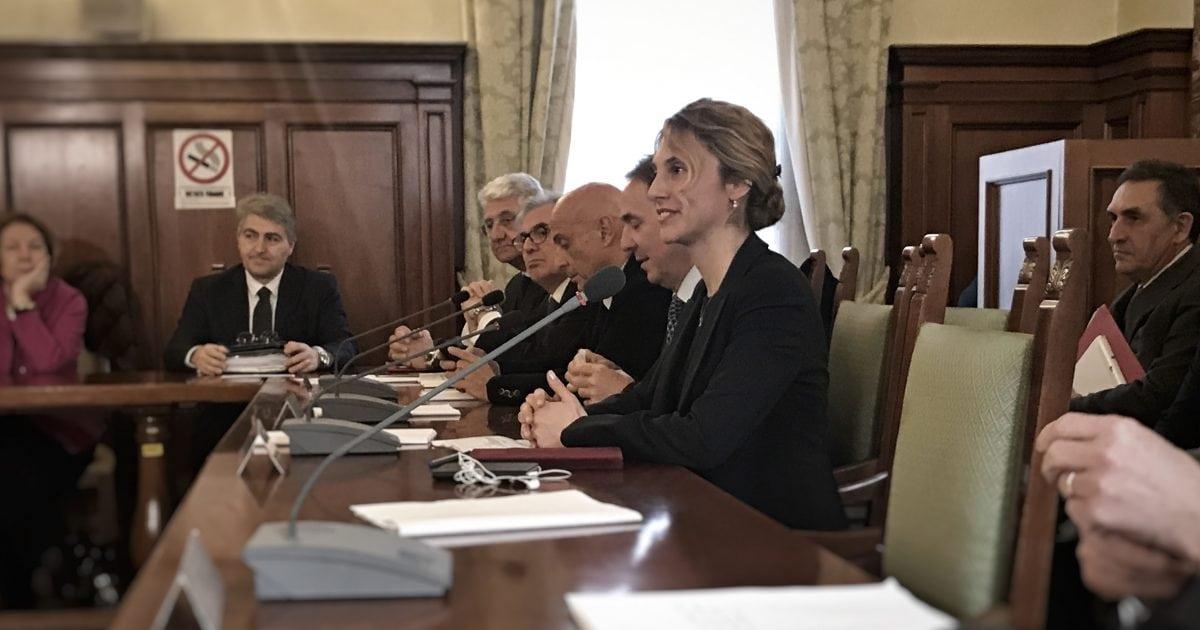Marianna Madia alla firma del rinnovo di contratto vigili del fuoco